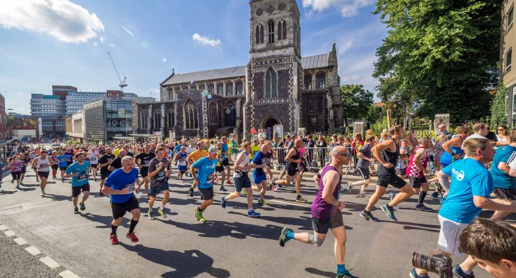Runners on Theatre Street Run Norwich 2018