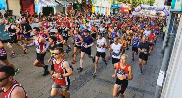 Runners run down Gentleman's Walk